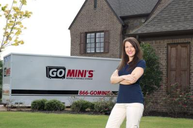 Client in front of Go Mini's unit
